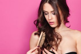 7 habits that damage your hair