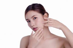 Hide acne scars: makeup pros tell you how!