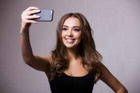 5 makeup products that always look good in selfies